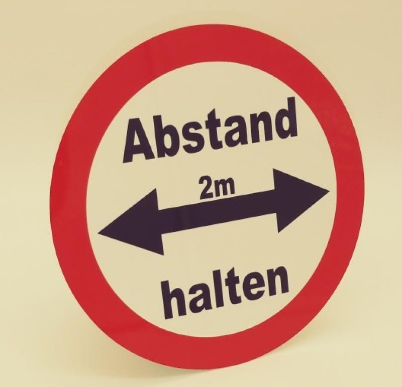 https://www.kennzeichenshop24.de/mediafiles//kunden/Hinweisschild-Abstand-halten-rund_1604478907.jpg