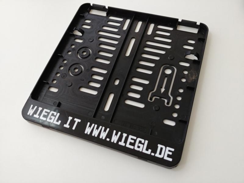 https://www.kennzeichenshop24.de/mediafiles//kunden/Kennzeichenhalter-beschriftet1603779264.jpg